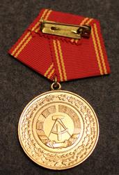 DDR Medaille für treue Dienste in den bewaffneten Organen des Ministeriums des Innern, Itäsaksalainen mitali. 25 v palvelus. Ilman laatikkoa.