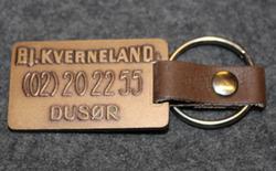 BJ. Kverneland, Dusør, avaimenperä