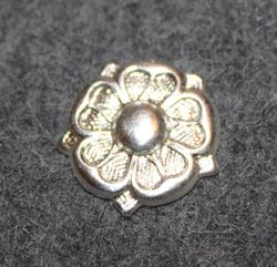 Suomen armeijan arvomerkki ruusuke, hopean värinen, sota-ajan malli. 15mm
