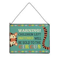 Warning! Children to the circus -kyltti