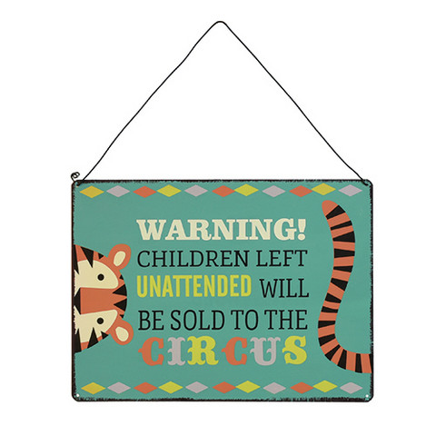 Warning! Children to the circus -kyltti