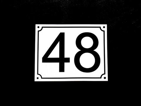 Numerokyltti kaksi numeroa reunuksella