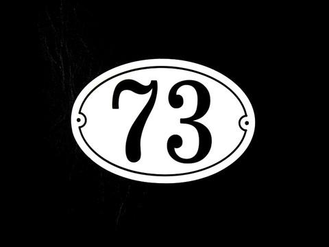 Numerokyltti kaksi numeroa ovaali reunuksella