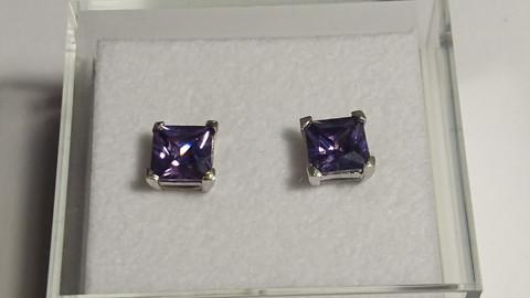 Hopeakorvakorut, pieni violetti neliö kivi