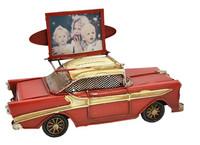 Vanhanajan Amerikan auto 1727 punainen