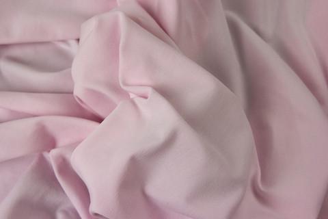 Vaaleanpunainen trikoo