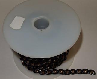 Musta koristeketju (ruskeilla helmillä)
