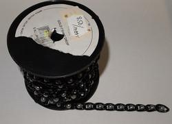 Musta koristeketju (harmailla helmillä)
