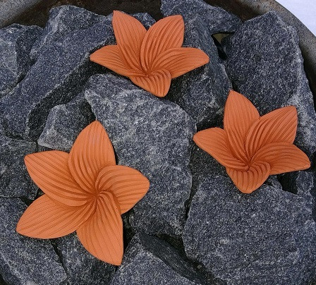 Kiuaskukka, lilja, terrakotta (3kpl/pkt)