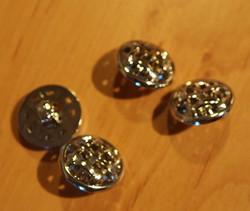Punottu 'metalli'nappi, 0390