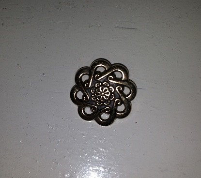 Metallikukka-nappi, 300