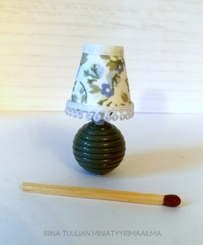 Pöytälamppu - Kukkakuvio