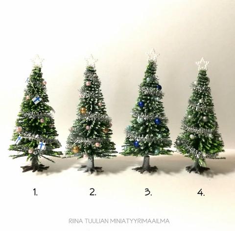 Nukkekodin Joulukuusi, kork. 10 cm - Erilaisia