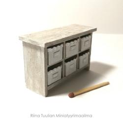 Nukkekodin Lipasto (6 säilytyskoria) - Vintageharmaa/valkoinen